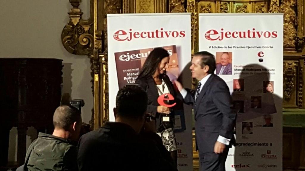Patricia García Recogiendo Premio Ejecutivos Femxa
