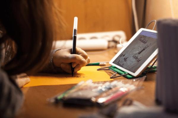 El contenido multimedia interactivo fomenta la participación de los alumnos