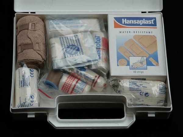 Botiquín de primeros auxilios para accidentes en el trabajo