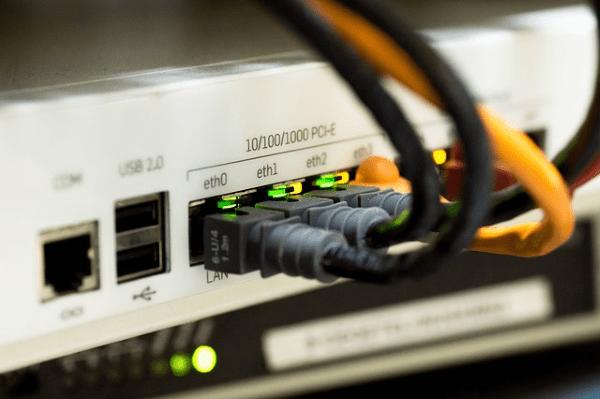 Cables y equipamiento de hardware de redes departamentales