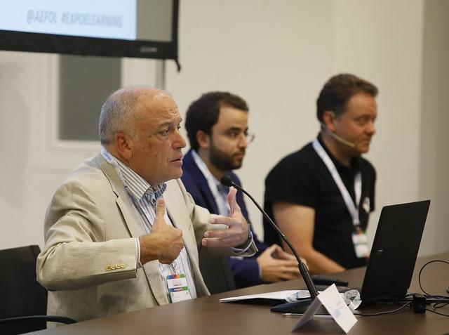 José Lozano durante una conferencia