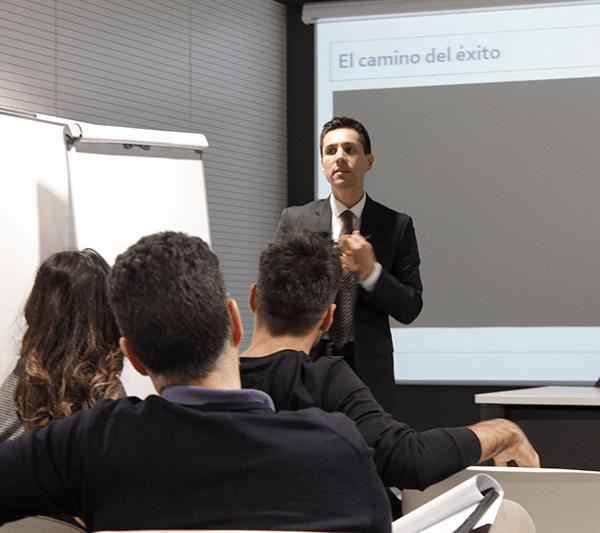 como emprender un negocio sin riesgos con Alejandro Guerrero