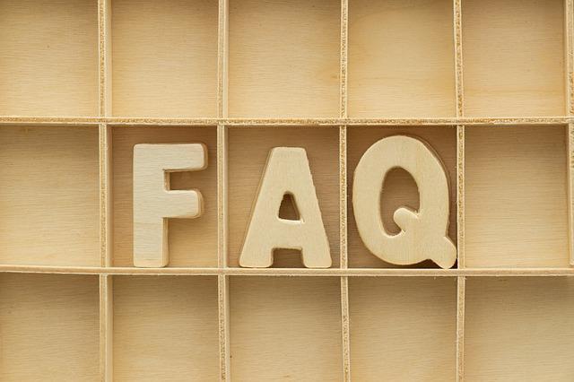 Letras FAQ en madera