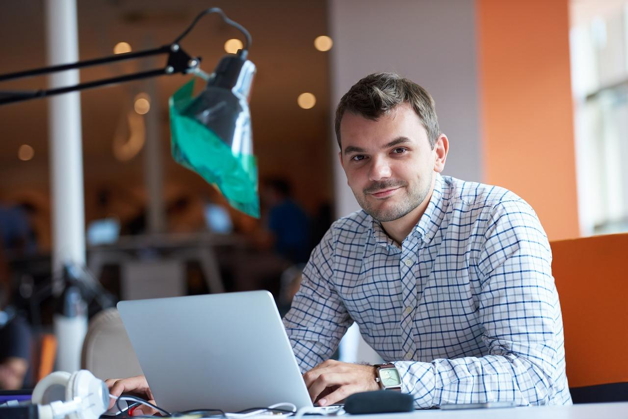 ofrecer servicios freelance desde tu portátil