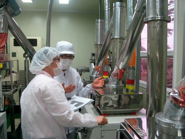 Trabajadores de una fábrica alimentaria