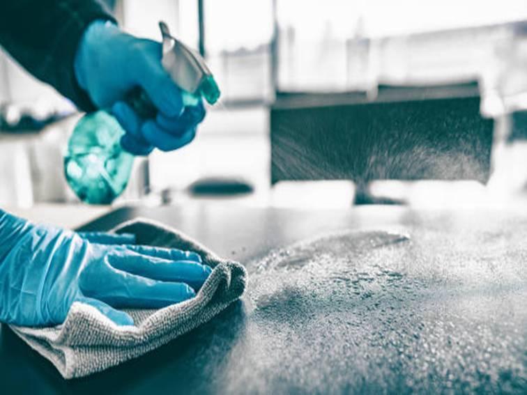 Aplicación de medidas de higiene sanitaria en superficies